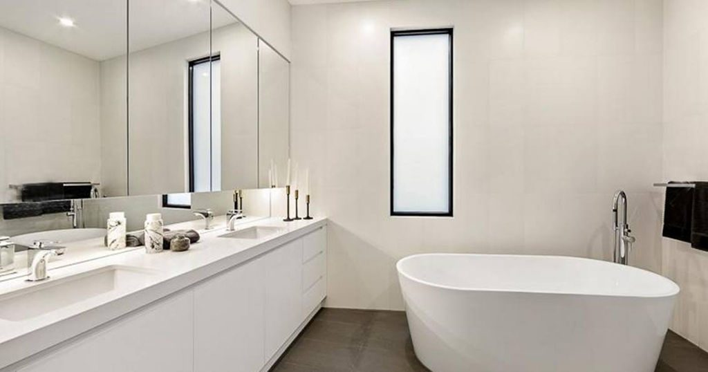 How To Pull Off The Classic AllWhite Bathroom Design First Choice Delectable All Bathroom Designs